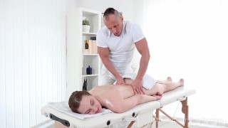 I Fucked Her Finally - Hot babe gets her sex satisfaction in massage salon