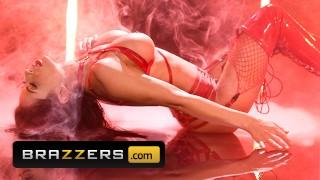 Brazzers - Seductive babe Madison Ivy rides tattooed man's hard dick