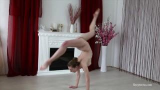 Skinny brunette Anna Mostik super hot gymnast