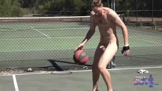Australian Dude Nick Loves to Get Naked In Public Whilst Exercising in Full View