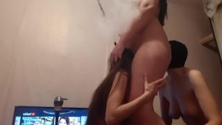 Мои девочки любят мне лизать киску и попку, когда я курю кальян - lesbian_illusion