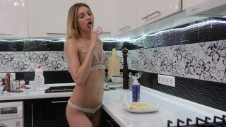 BLONDE PLAYS WITH FOOD PASSIONATE