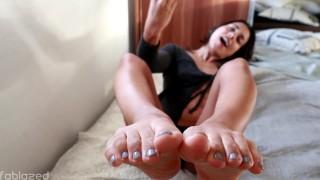 "JOI Fetish - ""Cum on my feet please"""
