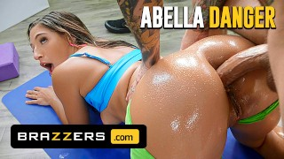 Brazzers - Small Hands Is A Horny Dude And Loves Fucking Abella Danger In The Ass
