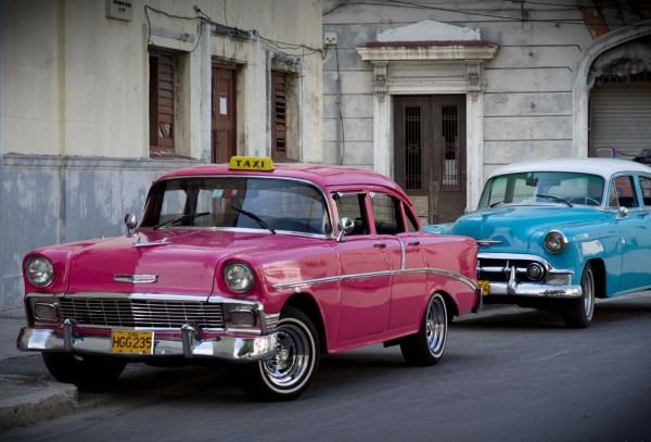 Havana taxi, by: Emmanuel Huybrechts