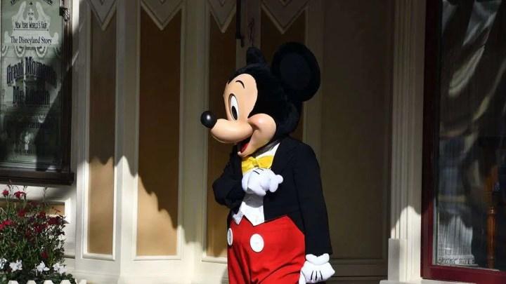 Disneyland e Disney World fecharão por mês devido a coronavírus
