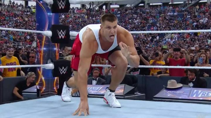 Rob Gronkowski, ex-jogador da NFL, fala em se juntar à WWE
