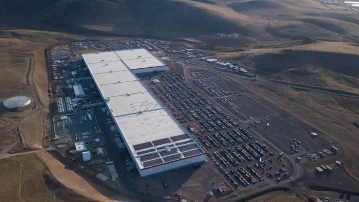 Tesla está diminuindo sua força de trabalho na fábrica de Nevada por causa do coronavírus