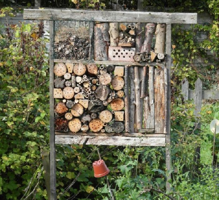 34 insect hotel