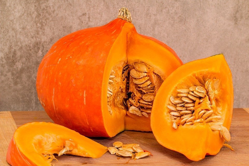 Zucca: proprietà e benefici per la salute. Ricette con la zucca per dare colore in cucina.