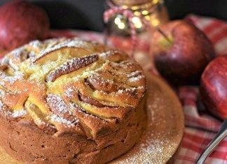 Torta di mele buonissima con olio: ricetta leggera, facile e veloce. Cucina salutare.
