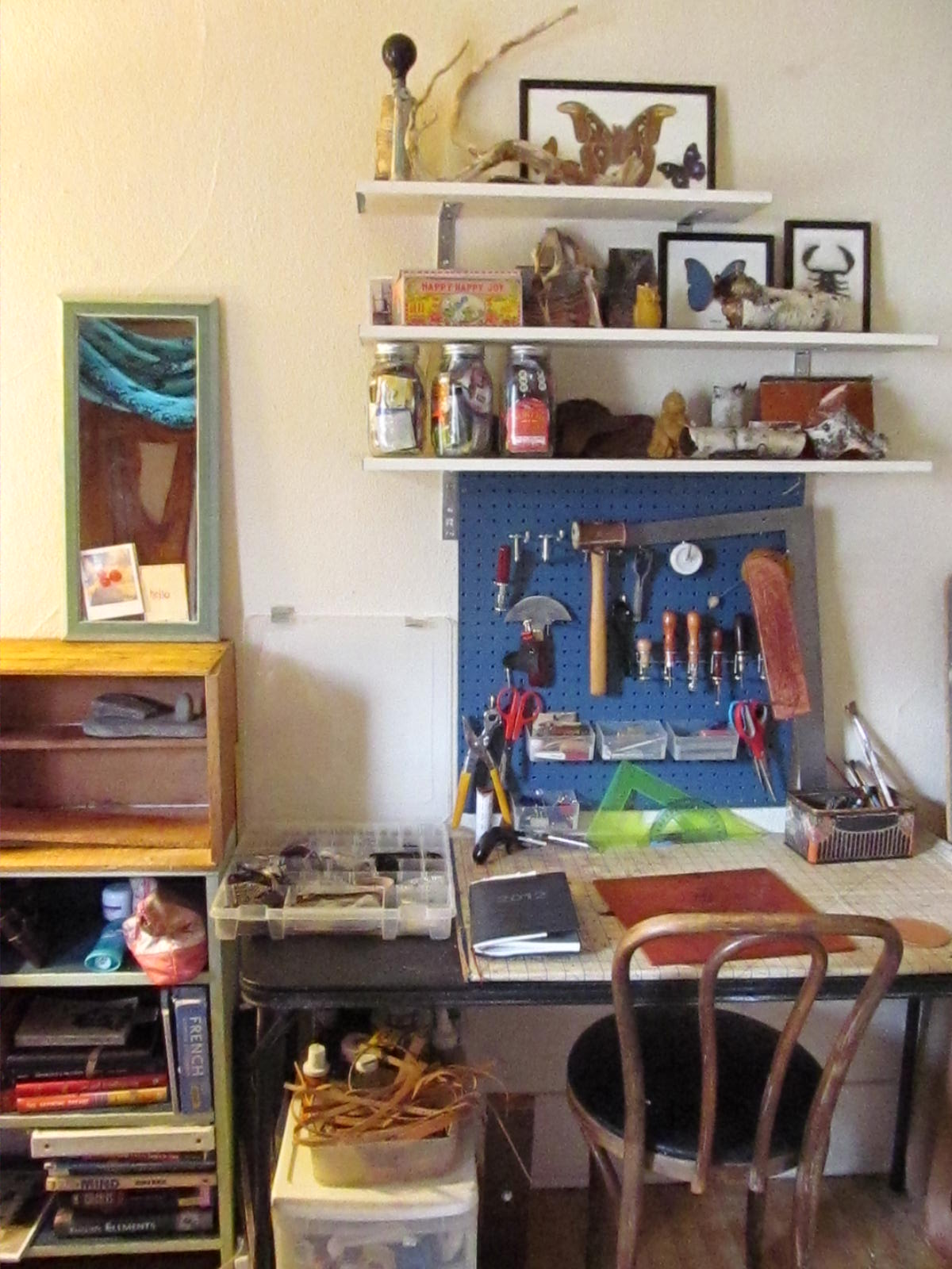 How to Create a Workspace in a Tiny Studio Apartment on a
