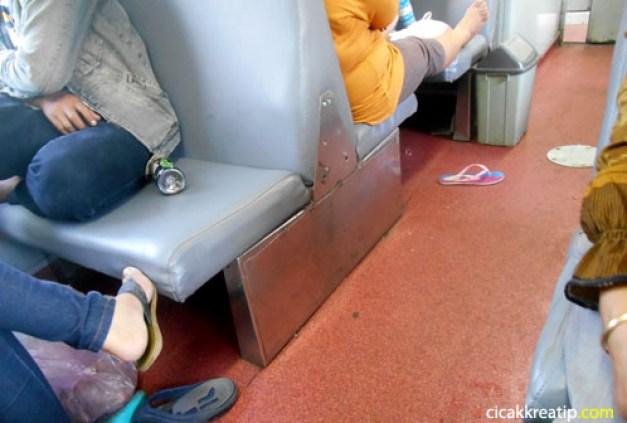 naik-kereta-api-tut-tut-pengalaman-pertama-nih-naik-kereta-api-menuju-persinggahan-bungkarno-blitar-d