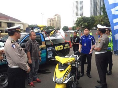 Frengky Rusli Chief Yamaha DDS Jakarta bersama pihak Ditlantas Polda Metro Jaya