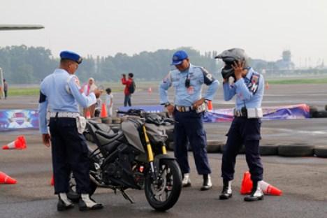Anggota TNI AU terkesan dengan Xabre saat di Pangkalan Lanud Halim Perdanakusuma
