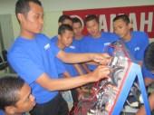 suasana praktek kelistrikan di ruang kelistrikan yamaha training center surabaya