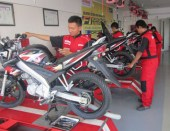 suasana praktek service ebrkala di worksop uamaha training center surabaya