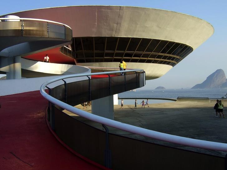 Niteroi-Contemporary-Art-Museum-Niemeyer