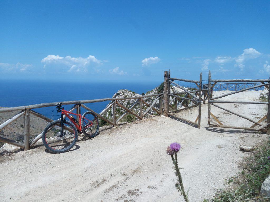 Pizzo Manolfo in mountain bike