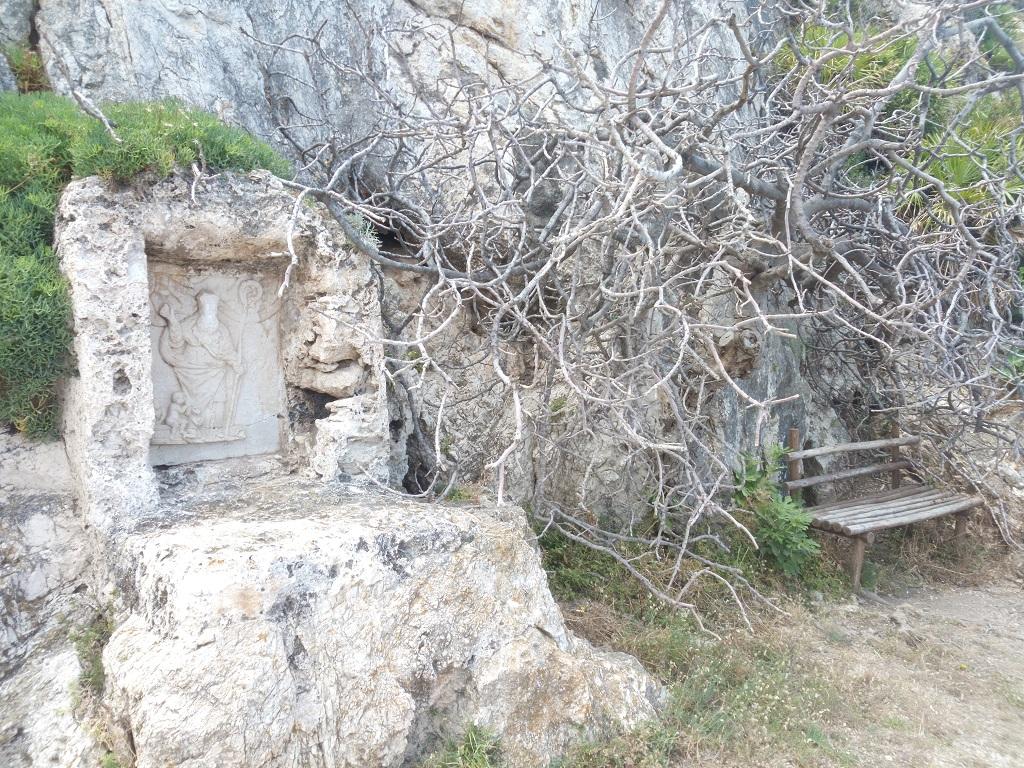 statua di san nicola di bari a monte Cofano in Sicilia