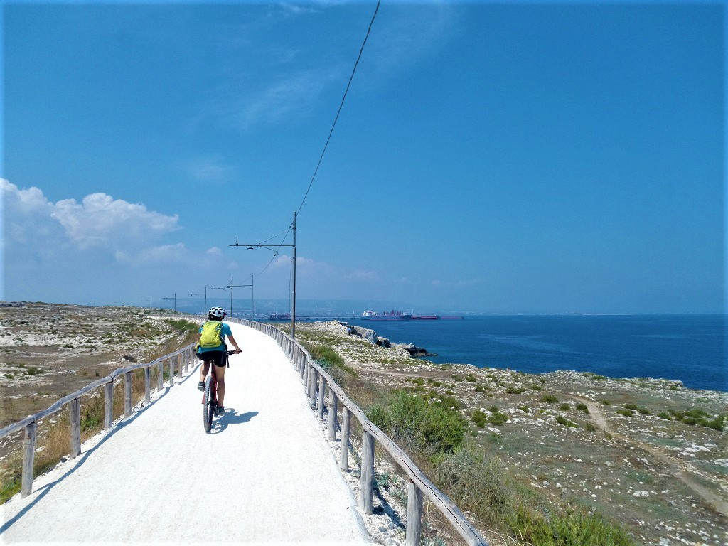 gravel cyclepath near Siracusa