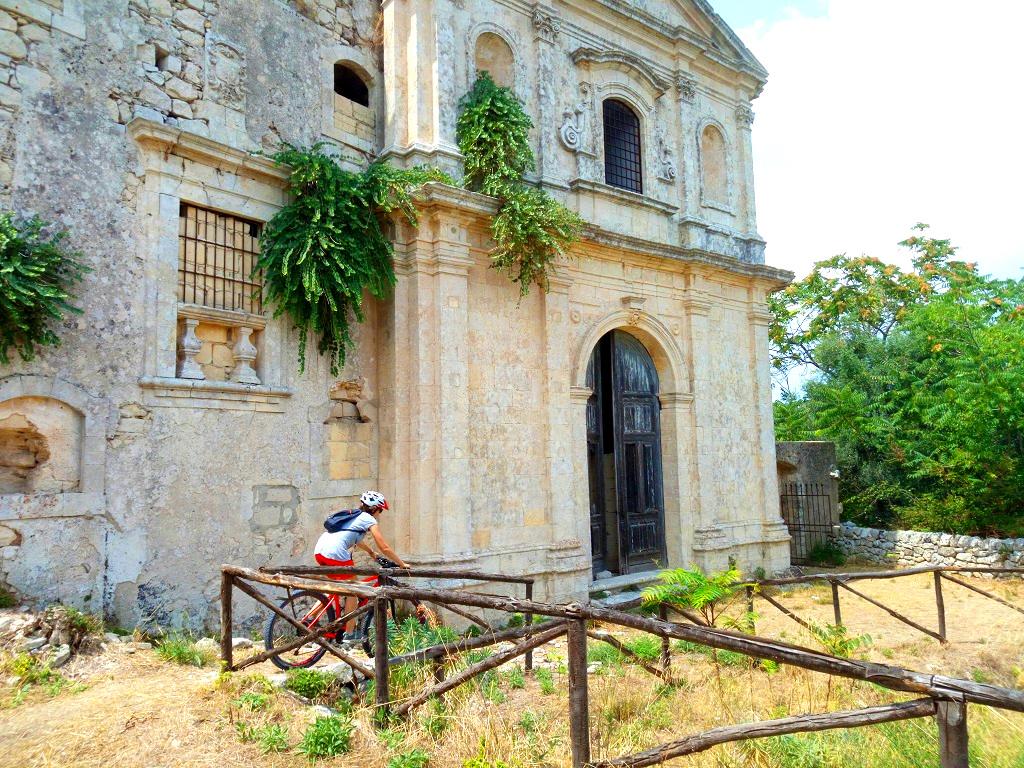tour in bici nella Sicilia barocca