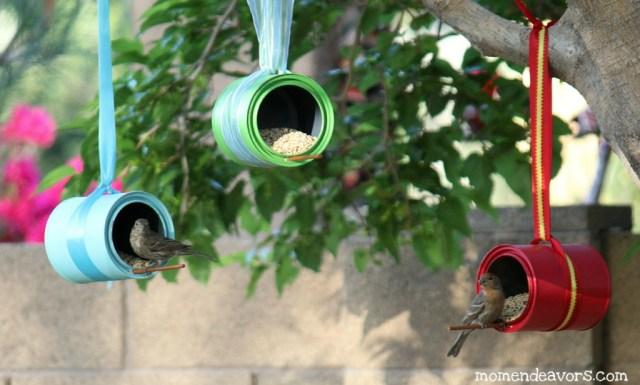 Saiba como fazer comedouros de pássaro reaproveitando latas de alumínio