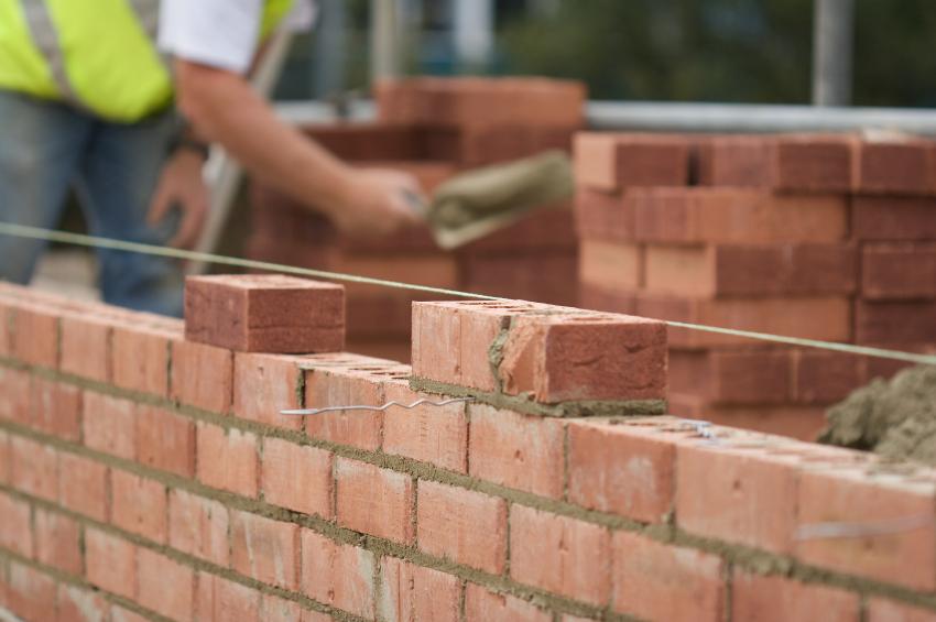 Pesquisador australiano usa bitucas de cigarro para produzir tijolos sustentáveis