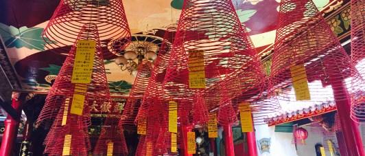 Teito de espirais de incenso nos templos de Hoi An.