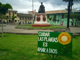 Plazuela Amalia Puga diante da igrexa da Recoleta en Cajamarca (Perú).