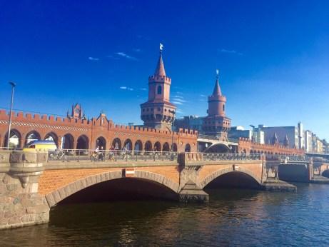 Ponte Oberbaum, unha das imaxes típicas de Berlín na zona da East Side Gallery
