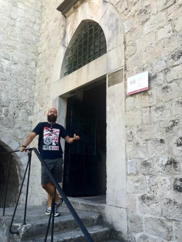 Entrada ao prostíbulo de Maimiño (Meñique)