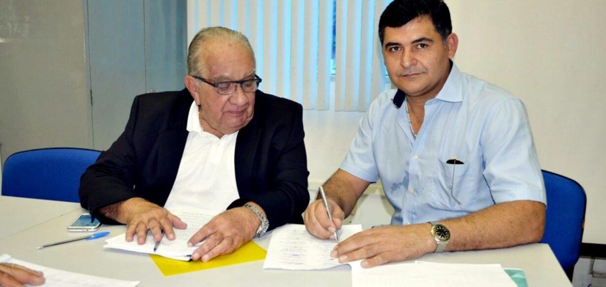 SÃO JULIÃO | Dr. Jonas assina convênio com a FUNASA para elaboração do Plano Municipal de Saneamento Básico