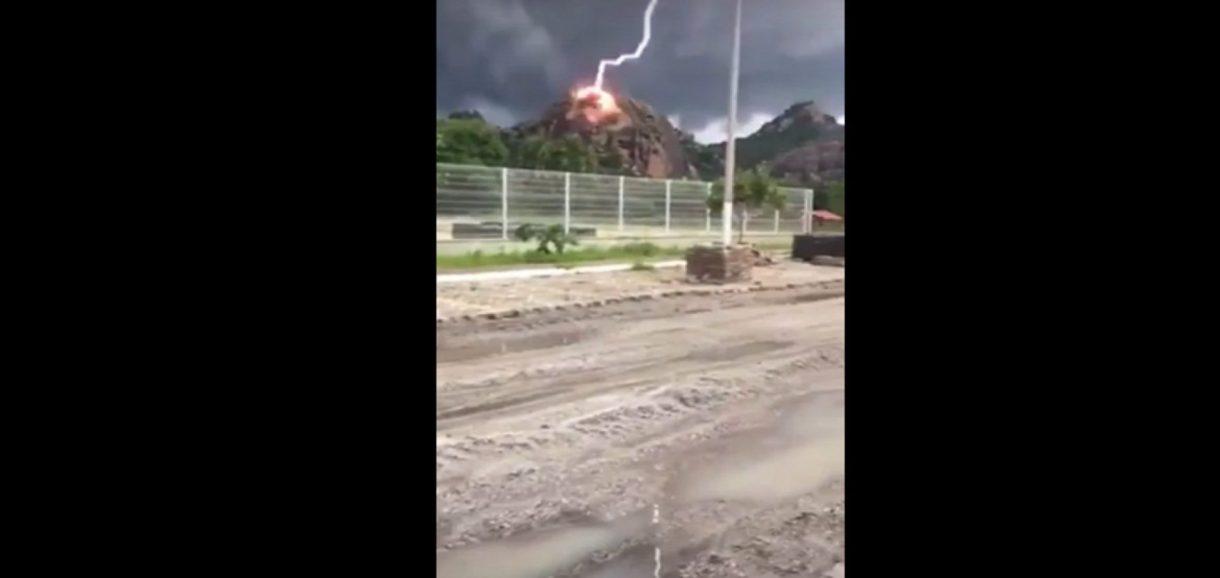 Internauta filma momento exato em que raio atinge morro no Ceará; vídeo!