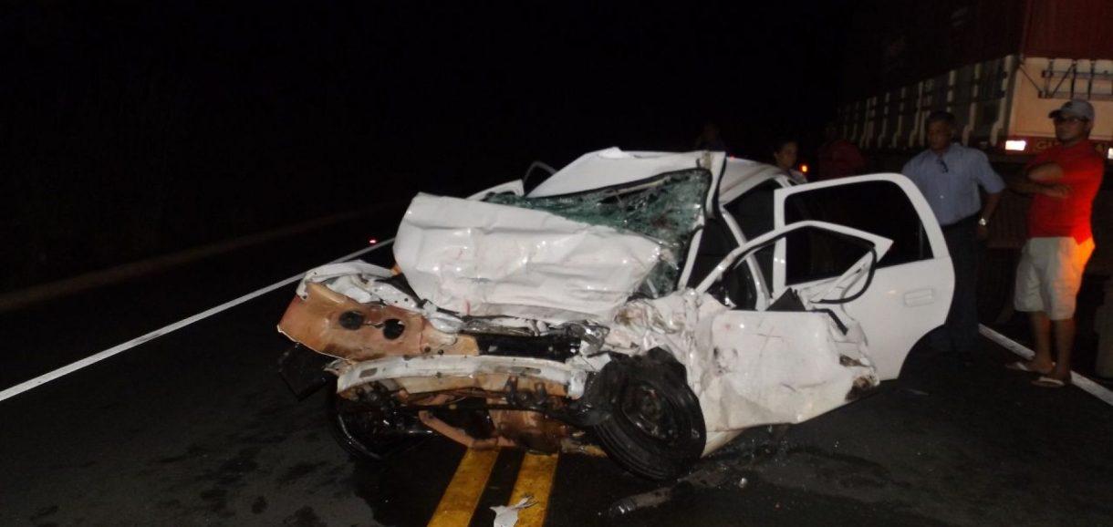 Homem morre após grave colisão com carreta na BR-343; fotos
