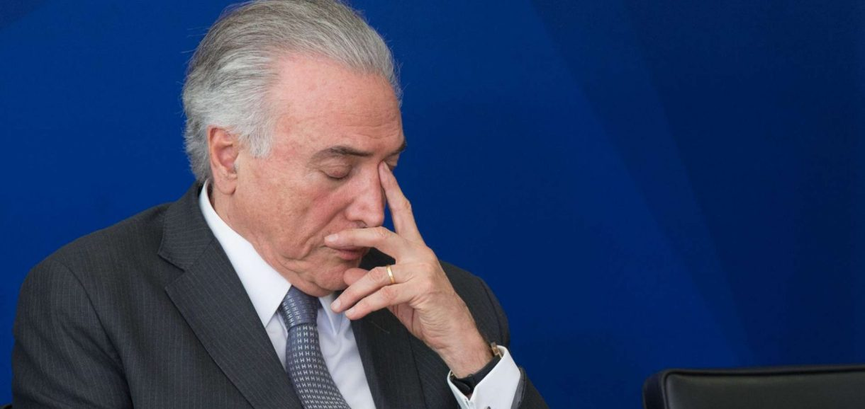 Deputados protocolam pedidos de impeachment de Michel Temer