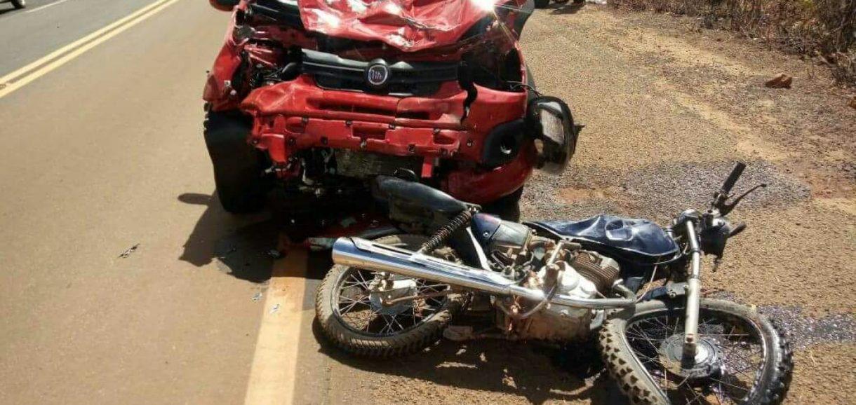 Motociclista morre e 2 pessoas ficam feridas em colisão na BR 020