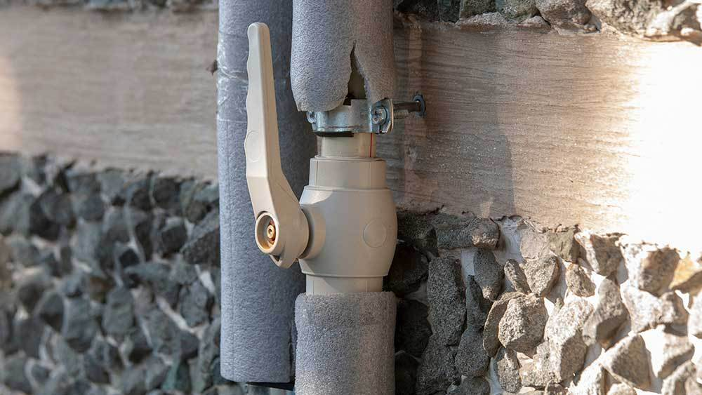 How to protect pipes from freezing in winter.