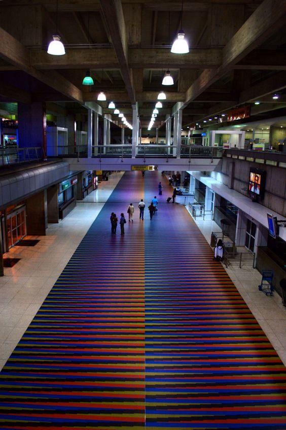 Aeropuerto Simón Bolívar Museo Carlos Cruz Diez