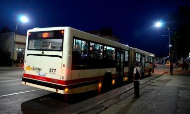 Transporte público en avenida Victoriano Garzón