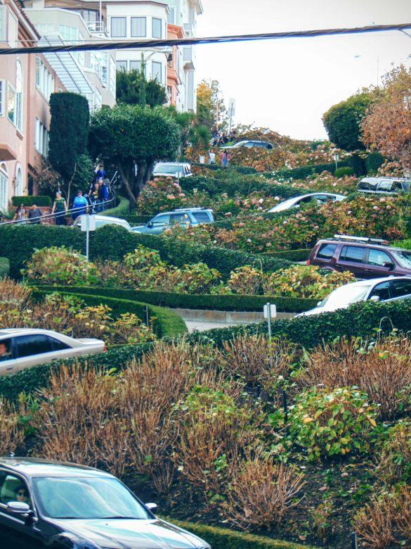 Lombard Street widziana z dołu