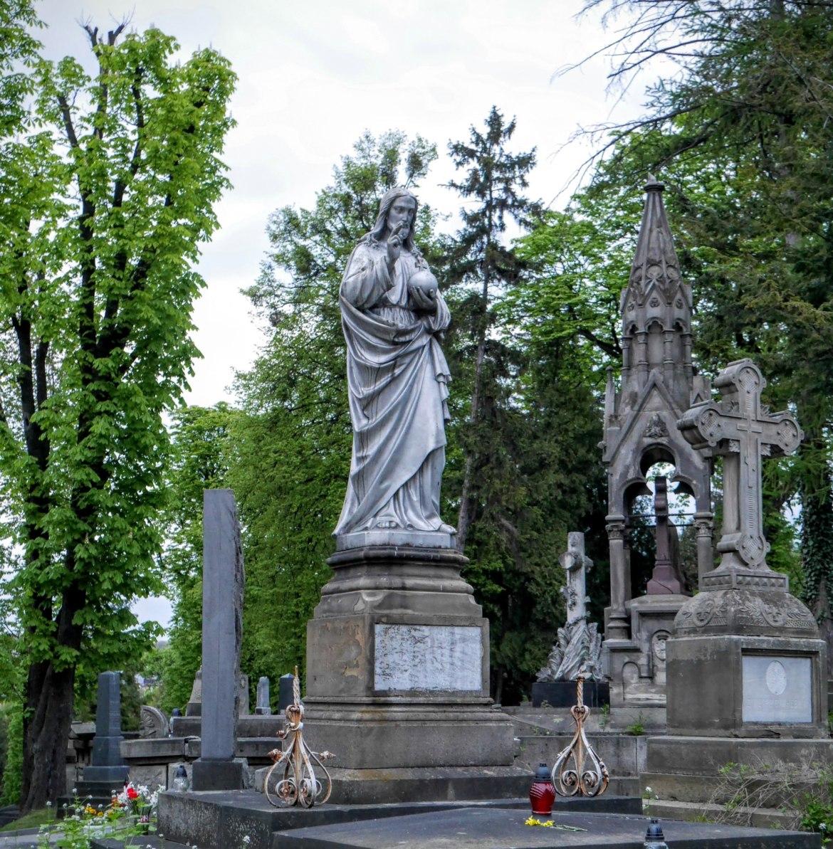 Pomniki we Lwowskiej nekropolii