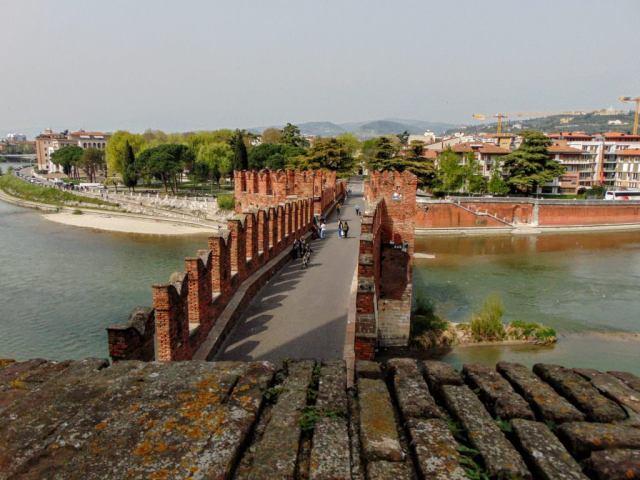 Most Ponte Scaligero prowadzący do zamku Castelvecchio