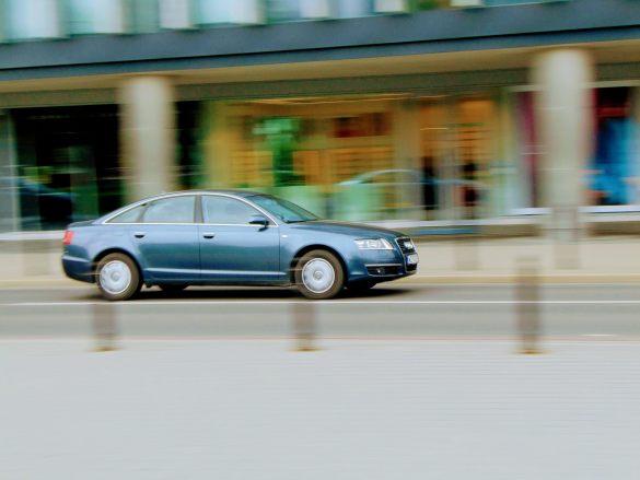 Pędzące Audi   f9.6, 1/30 sek, 70mm, ISO 80