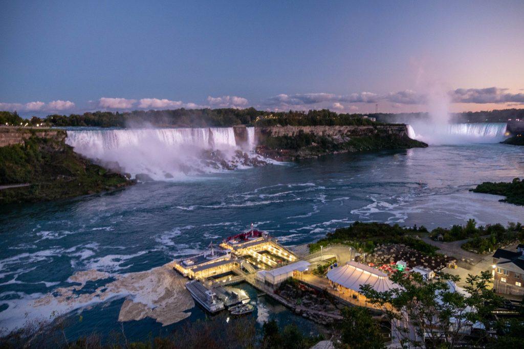 Wodospady Niagara o zachodzie