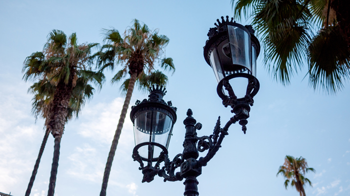 Placa-Reial-Lamp-Barcelona-Spain