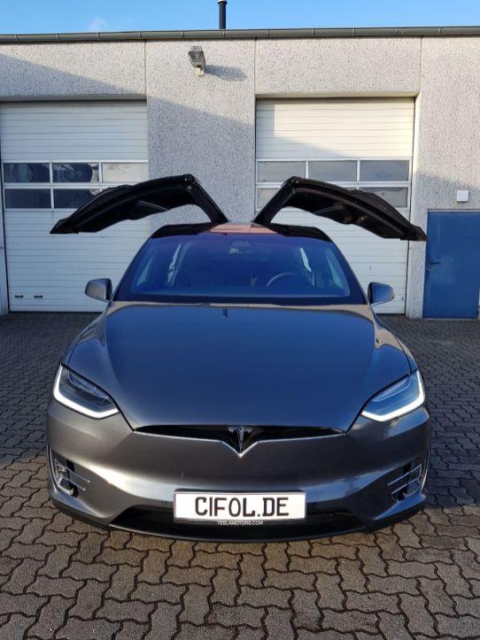 Tesla-X_Grau-Metallic_CiFol-Werbetechnik (6)