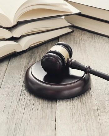 Derecho y Reglamentos