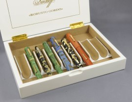 Davidoff White Edition 2012 open with pens detail