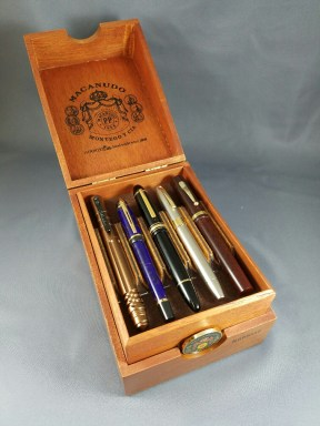 macanudo-triple-decker-open-with-top-tray-filled
